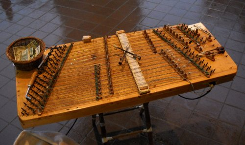 the dulcimer set up with one pickup