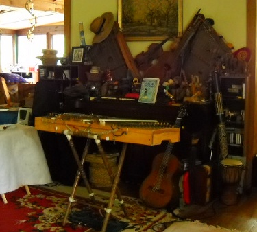 the dulci, guitar, piano, and a bunch of other instruments at 1213